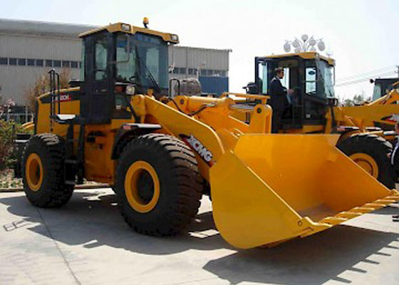 China Diesel XCMG  Front End Wheel Loader , 4 Ton Loading Weight Compact Tractor Loader LW400KN supplier