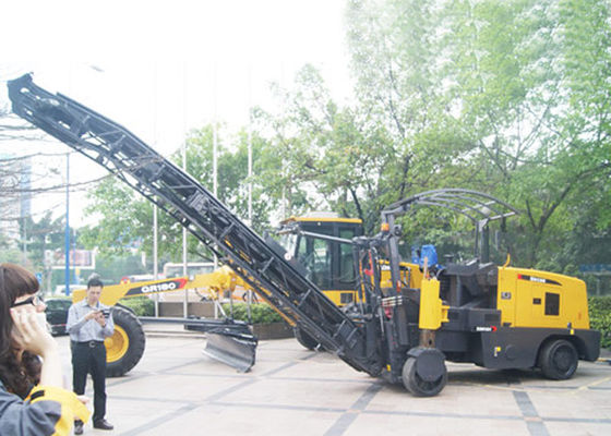 China Portable 0 - 7km/h Travel Speed 162KW Asphalt / Concrete Milling Machine Equipment XCMG supplier