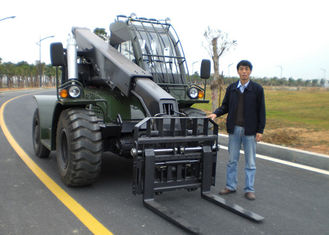 China Transporting Luggage Handle Telescopic Boom Forklift Loader 4 Ton Rated Capacity ISO / CE supplier