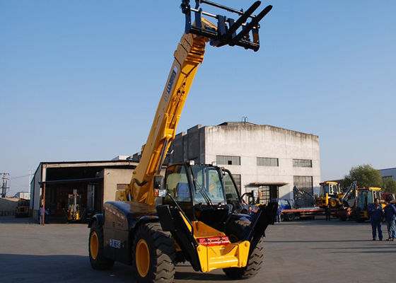 China Multi Function XCMG Telescopic Forklift with Extended Boom Compact Structure supplier