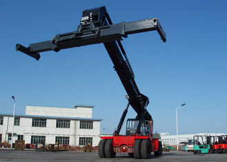 China Diesel Reach Stacker For Container , Container power lift forklift 45 Tons Rated capacity supplier