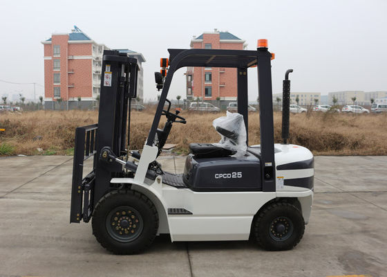 China Small Turning Radius 2.5 Ton Industrial Forklift Truck for All Terrain Lifting / Carrying distributor