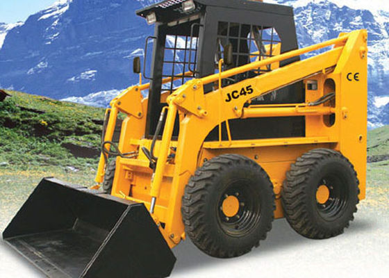 China 1400 Kg Tipping Load 4WD Skid Steer Loader With Bobcat Attachments 40° Dumping Angle factory