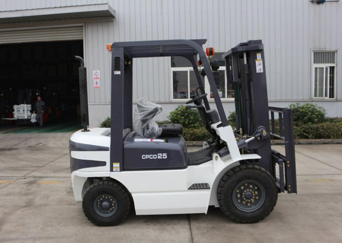 Small Turning Radius 2.5 Ton Industrial Forklift Truck for All Terrain Lifting / Carrying