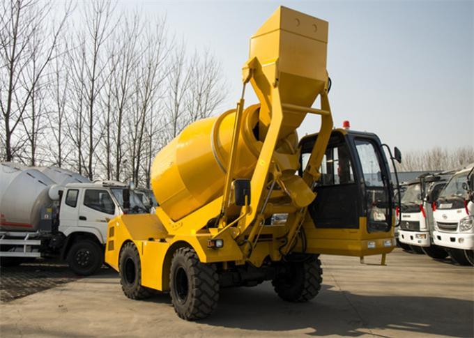 3CBM 4WD Mini Mobile Concrete Pan Mixer , 3000L Self Loading Construction Mixer Machine