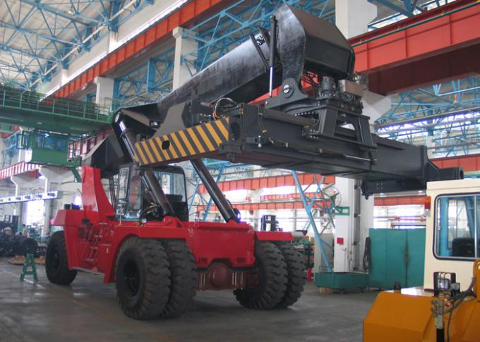 Diesel Reach Stacker For Container , Container power lift forklift 45 Tons Rated capacity