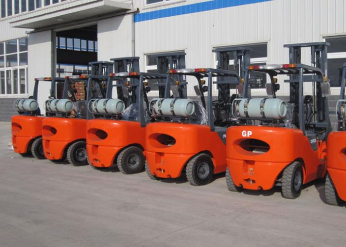 NISSAN K25 Engine 3.5 Ton LPG forklift equipment With Solid Tires And Full Free Mast
